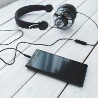 smartphone-technology-music-headphones